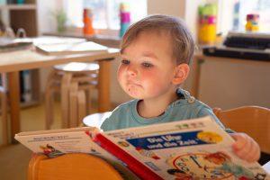 Wie Kitas das Interesse der Kinder am Lesen fördern
