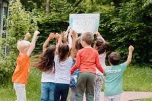 Völlig aus dem Häuschen: So feierten Kinder und Eltern die Preisträger-Kitas